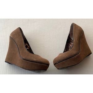 Betsy Johnson Mixxy Leather Wedges Size 7